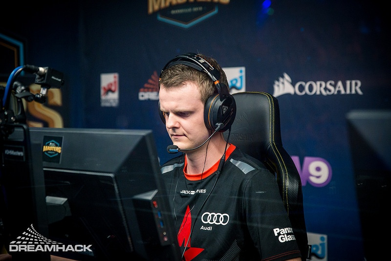 Pause Xyp8x, Xyp9x, Xyp9x astralis, Xyp9x quitte astralis