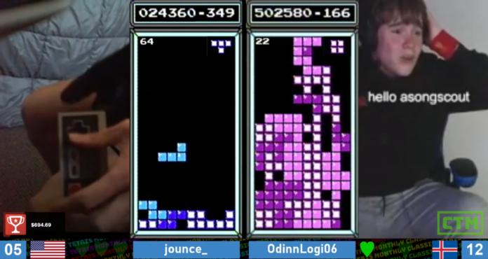 Le joueur de Tetris bat le record du monde classique pendant le tournoi et dépasse 1,6 million de points